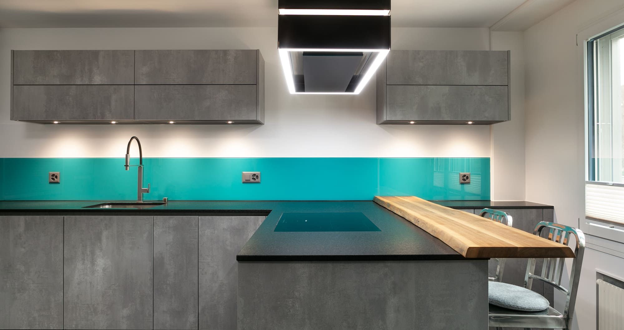 Küche mit Bar Gyger Küchen GmbH