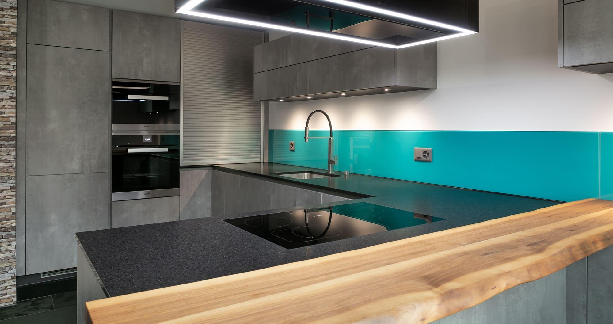 Küche mit Bar grün Gyger Küchen GmbH
