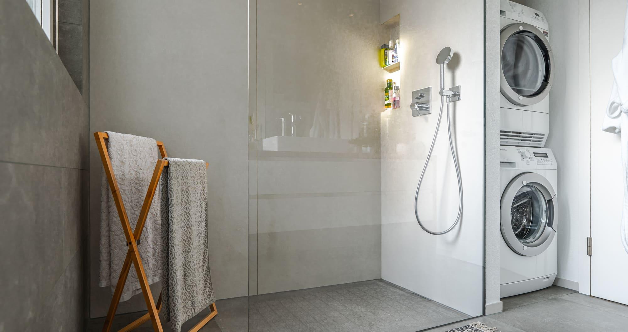 Badezimmer inkl Tumbler Waschmaschine Gyger Küchen GmbH